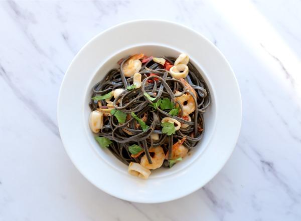 איך מכינים פסטה פירות ים שלב שלב_מתכון קל_בלוג אוכל ואירוח (צילום: טליה הדר) EshetStyle.com