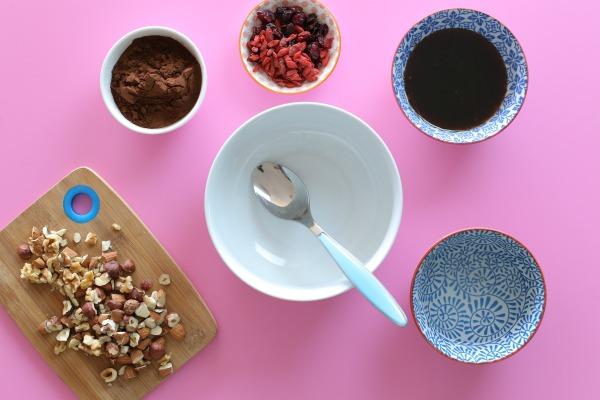 חטיפי שוקולד משלושה רכיבים - בלי שוקולד_שוקולדים בריאים_מתכון קל_הבלוג של אשת סטייל (צילום: טליה הדר) EshetStyle.com