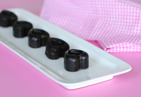 לבבות שוקולד בלי שוקולד_שוקולדים בריאים_מתכון קל_הבלוג של אשת סטייל (צילום: טליה הדר) EshetStyle.com