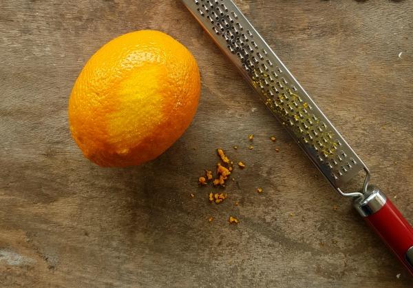 איך לגרד קליפת תפוז_פילה סלמון עם ציפוי סלק וגרידת תפוז (צילום: טליה הדר)