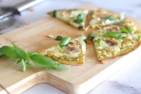 איך להכין פיצה ביתית בעשר דקות בלי בצק_הבלוג של אשת סטייל (צילום: טליה הדר)