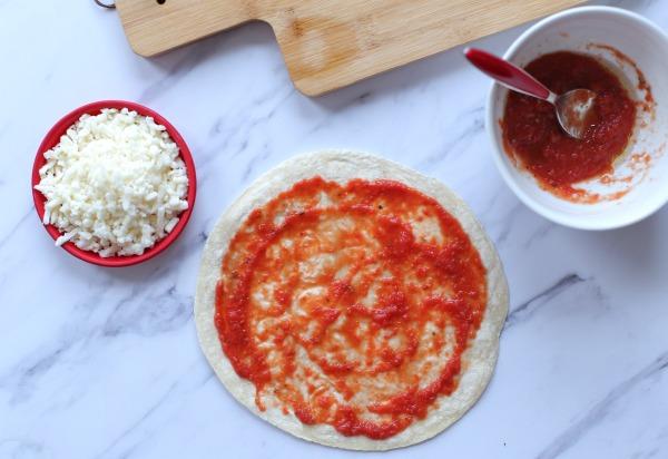 איך להכין רוטב פיצה ביתי בשתי דקות_הבלוג של טליה הדר_אירוח בסטייל EshetStyle.com