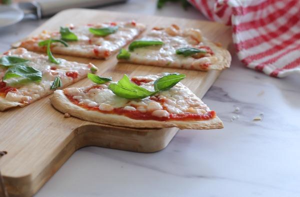 מתכון לפיצה ביתית בלי להכין בצק_הבלוג של טליה הדר_אירוח בסטייל EshetStyle.com