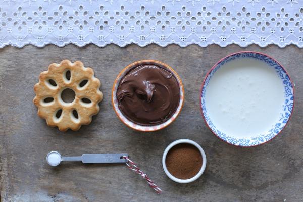 רכיבים למוס שוקולד אישי טעים ומהיר_מתכון קל_אירוח בסטייל (צילום: טליה הדר)