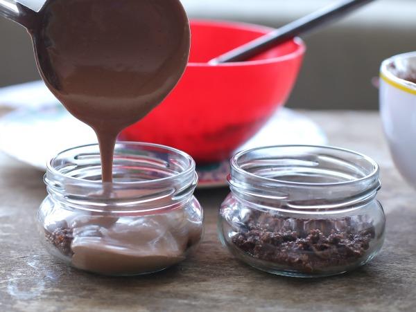 מוס שוקולד אישי כשר לפסח שמכינים בקלות ובמהירות_אירוח בסטייל (צילום: טליה הדר)