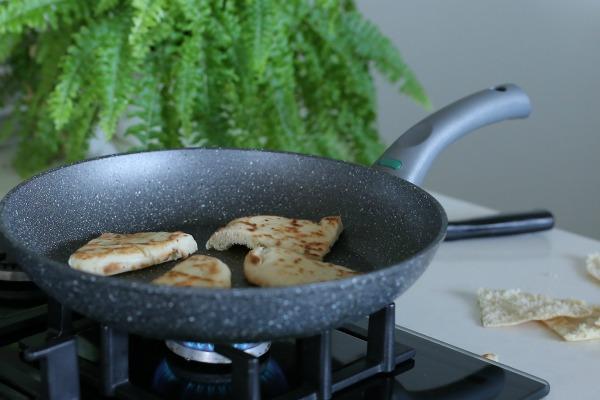איך להכין רבעי פיתה קריספיים_צנים פיתה_טיפים פרקטיים למבטח_בלוג אוכל ואירוח EshetStyle.com