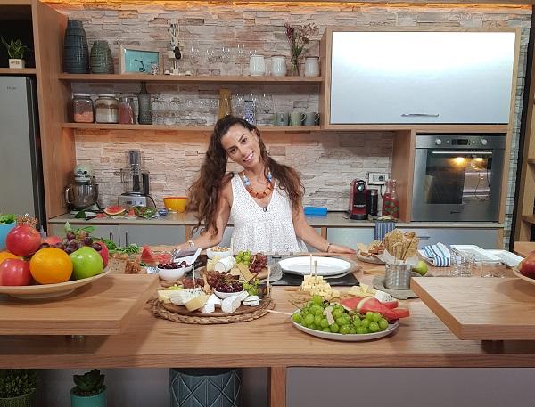 טליה הדר בטלוידיה_אירוח בסטייל-הגשת גבינות ופירות