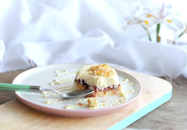 קינוח מוס גבינה שמכינית בתבנית מאפינס ומקפיאים_מתכון קל_אירוח בסטייל (צילום: טליה הדר) אשת סטייל