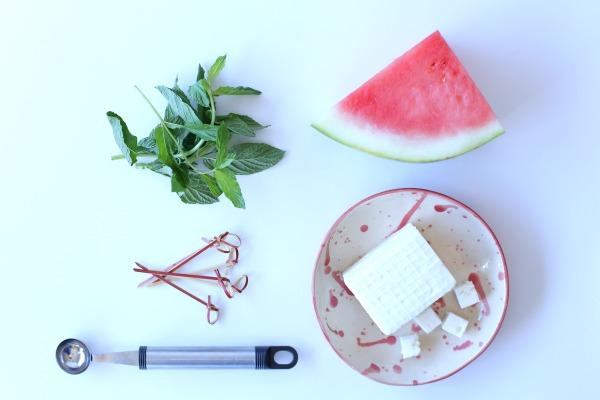 פטיפור גבינות ופירות_נשנוש אבטיח וגבינה בולגרית_מתכונים לשבועות_אירוח בסטייל (צילום: טליה הדר)