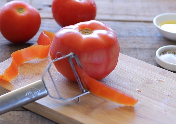 איך לקלף עגבניה_ קרפצ'יו עגבניות מעולה_מנה ראשונה עם עגבניה לאירוח בסטייל (צילום: טליה הדר)_אשת סטייל