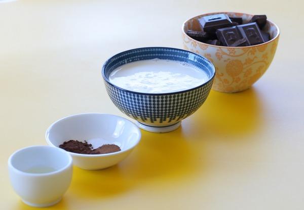 איך להכין קרם שוקולד לציפוי שיצא יותר טעים מתמיד_טיפים פרקטיים_אשת סטייל (צילום: טליה הדר)