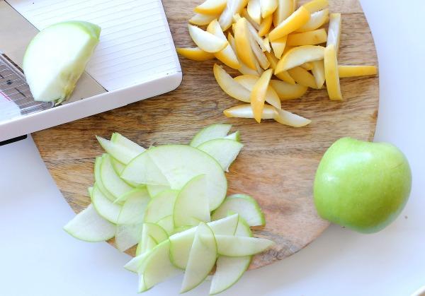 סלט ירוק עם תפוחים_סלט ירוק עם תמרים צהובים_סלט לראש השנה (צילום: טליה הדר) אשת סטייל_אירוח בסטייל