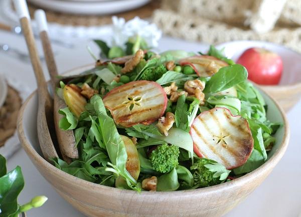 סלט ירוק עם תפוחים צרובים_מתכון של טליה הדר עבור Foxhome_צילום: טליה הדר