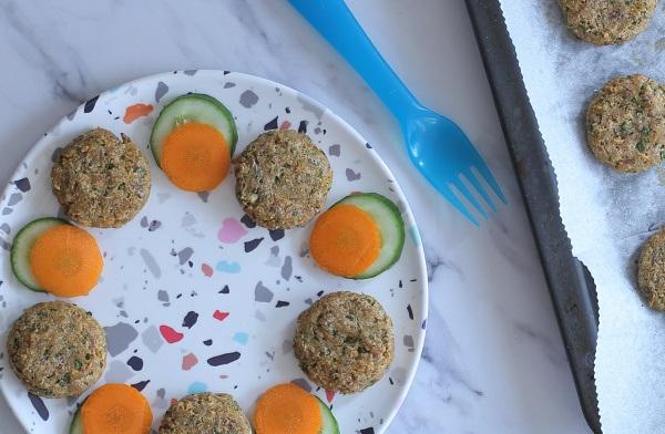 קציצות טונה אפויות לילדים_ארוחת ערב לילדים_מתכון קל_צילום ומתכון: טליה הדר_אשת סטייל