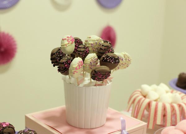 עוגיות אוראו מצופות על מקל_עוגיות על מקל ליום הולדת_צילום: טליה הדר_אשת סטייל