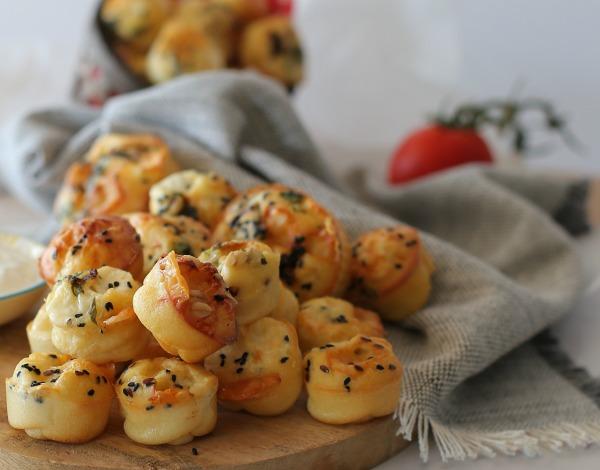 מאפינס גבינות מלוחים_מתכון קל_אירוח בסטייל_צילום ומתכון: טליה הדר_אשת סטיל