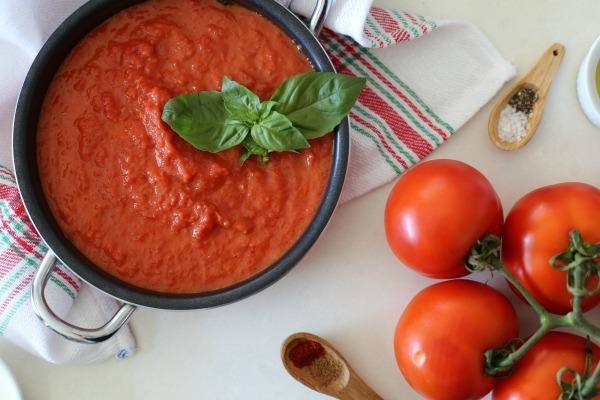 איך להכין רוטב עגבניות לפסטה_רוטב עגבניות שילדים אוהבים_אירוח בסטייל_צילום ומתכון: טליה הדר_אשת סטייל