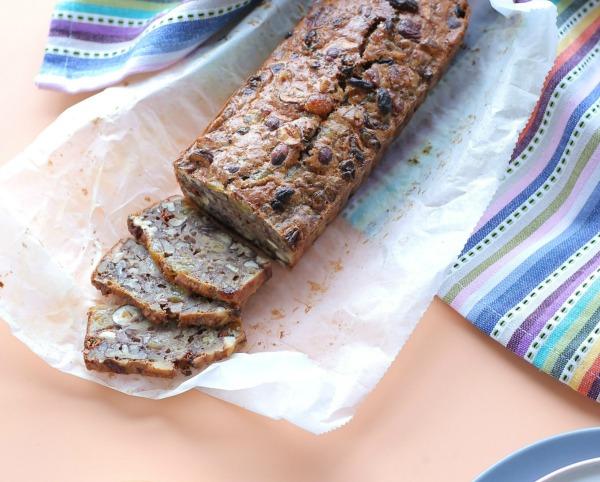 עוגת פירות יבשים_מתכון לטו בשבט_עוגת אנרגיה_אירוח בסטייל_צילום ומתכון: טליה הדר