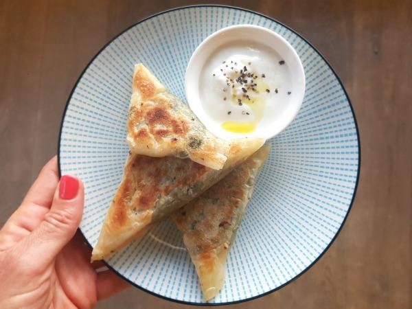משולשי גבינה ותרד בסגנון גיוזה_מתכון מהיר וקל_אירוח בסטייל_צילום ומתכון: טליה הדר מהבלוג אשת סטייל