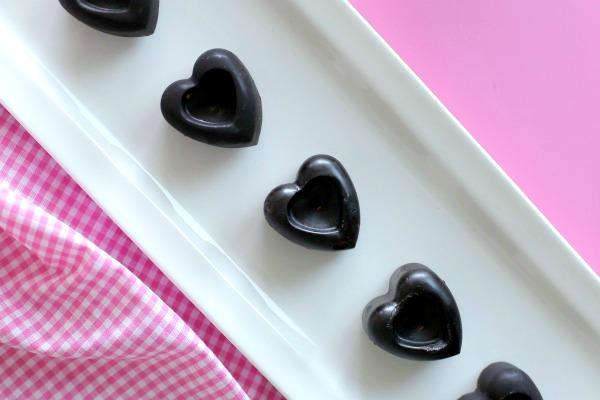 שוקולד בריא_לבבות שוקולד בריאים_אירוח בסטייל_צילום ומתכון: טליה הדר אשת סטייל