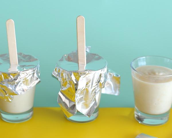 ארטיק ביתי בכוס_טריק שהמקל לא יזוז בהקפאה_ארטיק בננה טבעוני_ארטיק ביתי ובריא לילדים