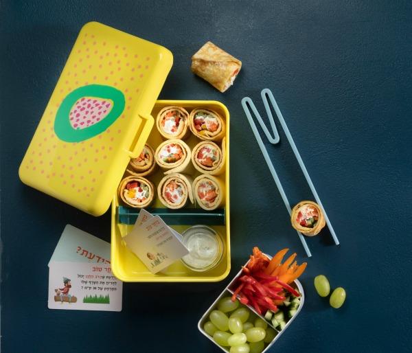רול חביתה עם גבינה וירקות_כריך יצירתי לבית הסםר_ארוחות עשר יצירתיות לילדים_טליה הדר מהבלוג אשת סטייל. צילום דניאל לילה