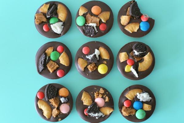 שוקולדים שמחים לילדים_שוקולדים עם ממתקים_צילום ומתכון טליה הדר אשת סטייל