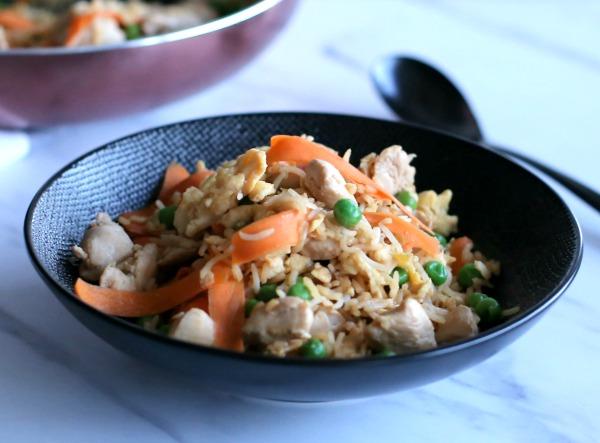 ארוחת צהריים מהירה ובריאה לילדים_אורז עם ירקות ועוף בסגנון תאילנדי_צילום ומתכון טליה הדר אשת סטייל