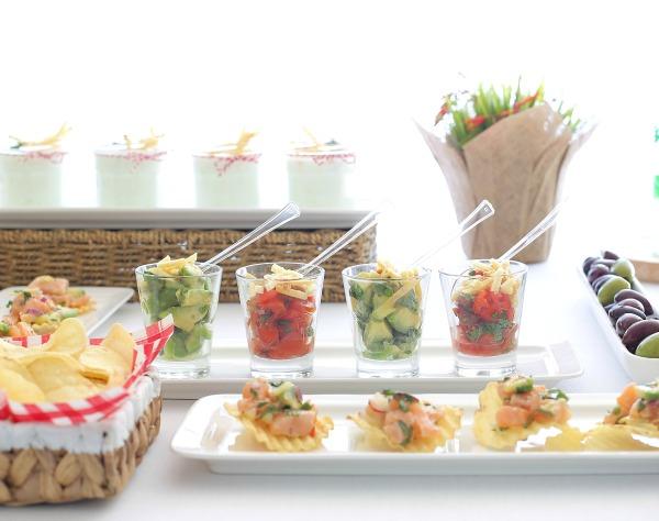 אירוח בסטייל עם מנות קטנות וקלילות_אירוח פשוט ומרשים_צילום ומתכונים: טליה הדר אשת סטייל