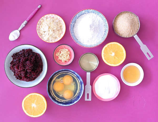איך להכין עוגה בחושה וורודה וטעימה_ללא צבע מאכל_מתכון קל ללא מיקסר_טליה הדר מהבלוג אשת סטיל