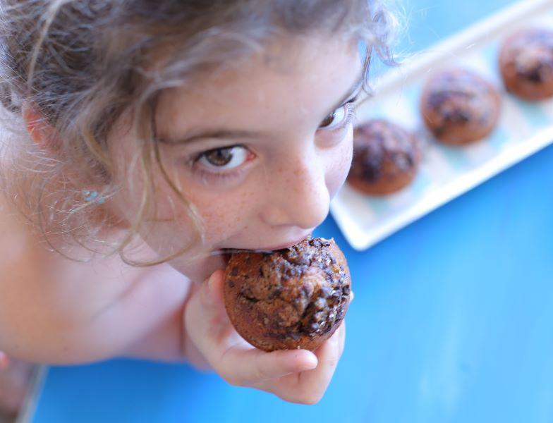 מאפינס בננה שוקולד חלווה_מתכון קל_צילום ומתכון: טליה הדר אשת סטייל