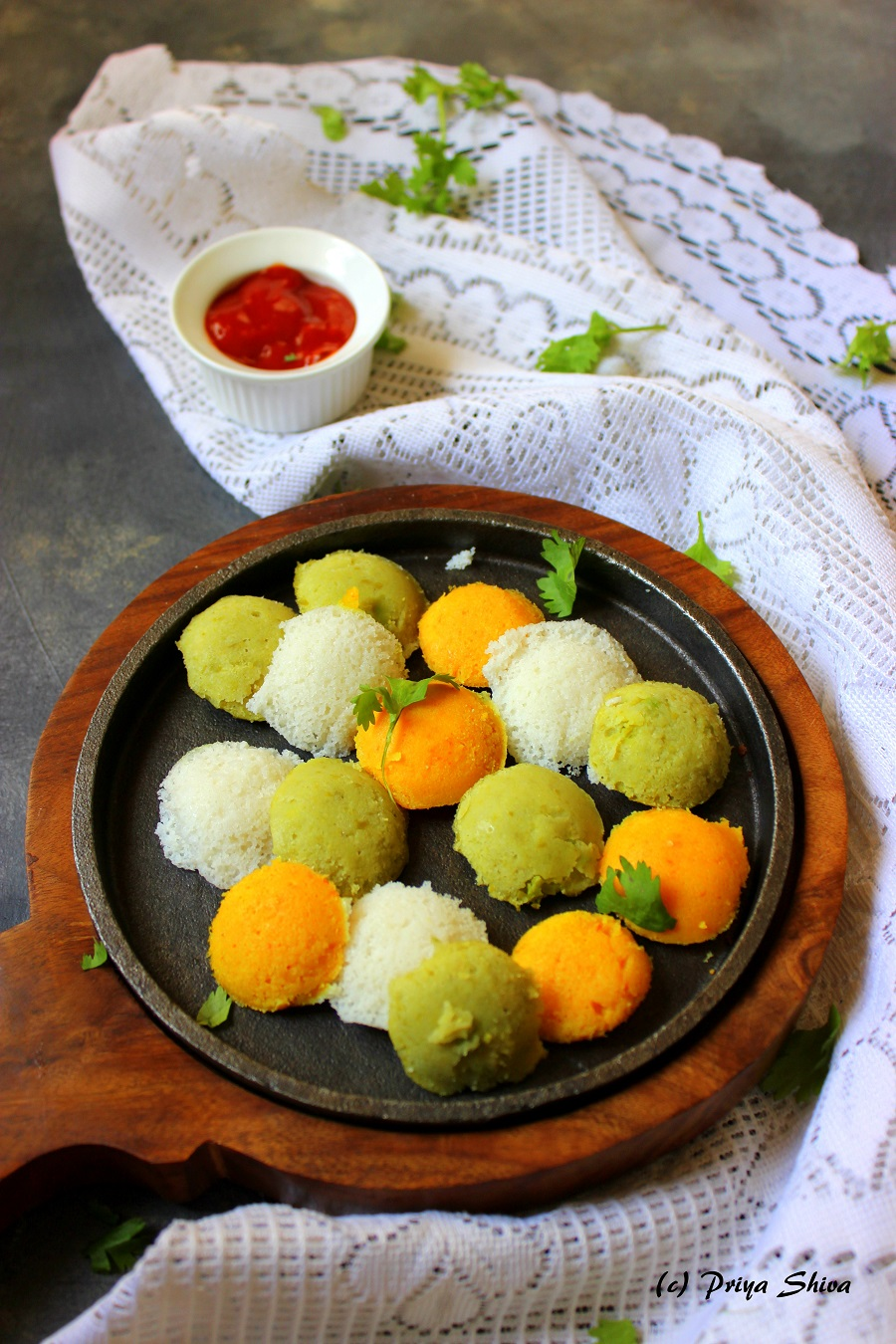 Tri-color mini idli
