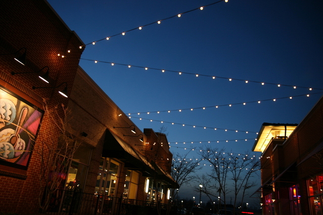 Freeimages_strip-mall-at-dusk-1184319-639x426