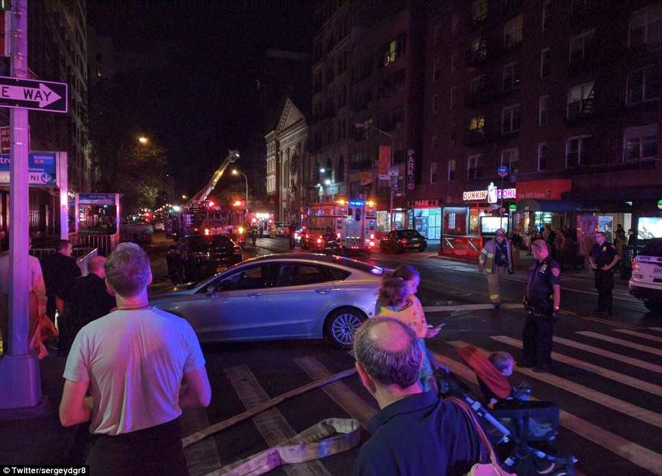 3882139900000578-3794824-police_responded_to_reports_of_an_explosion_in_chelsea_on_saturd-a-31_1474162520192