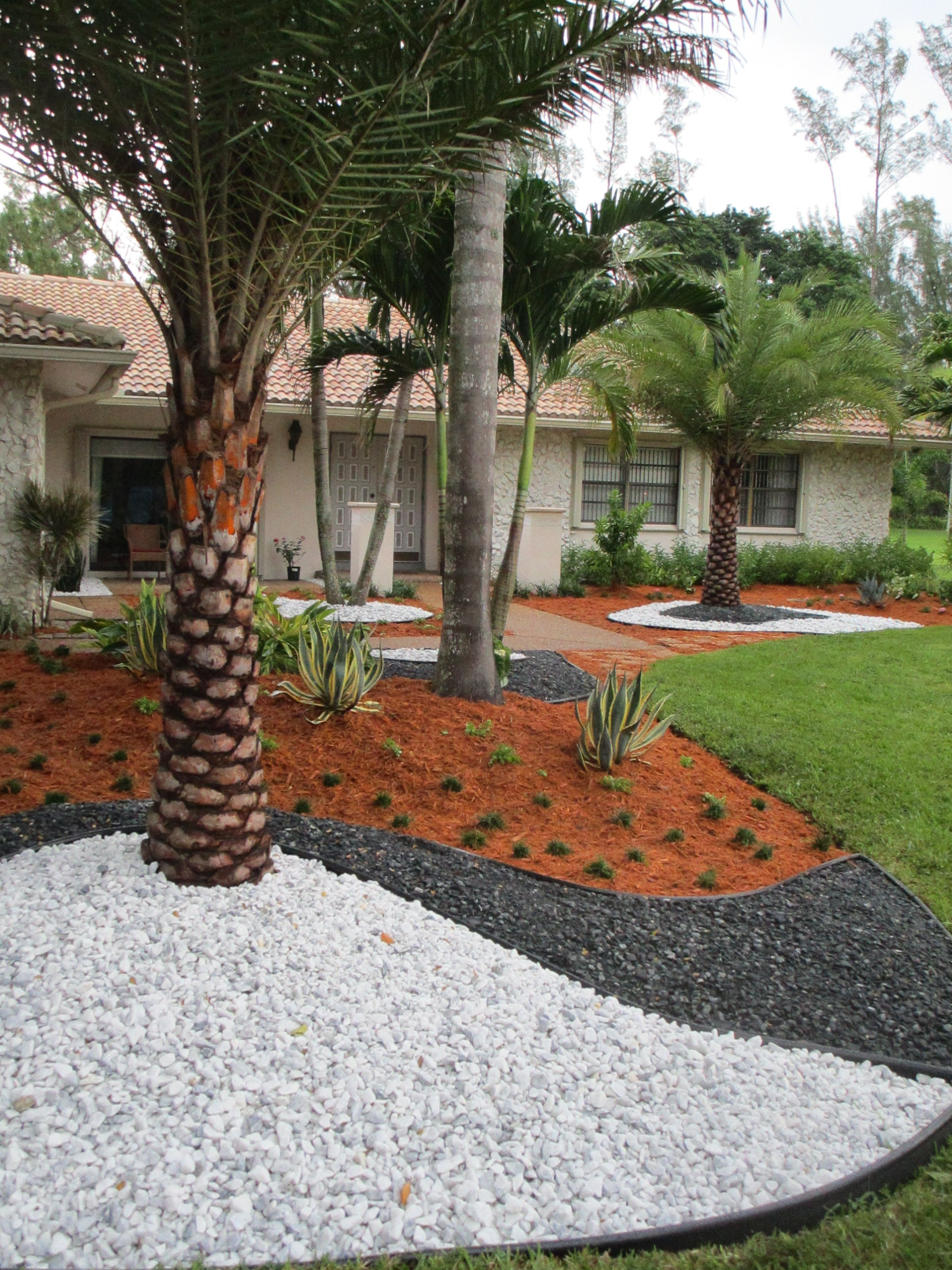 Ground Stone Landscape Design With White Marble Chip