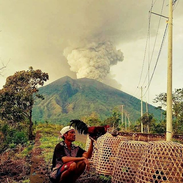 bali volcano eruption photo by dillon tattoo