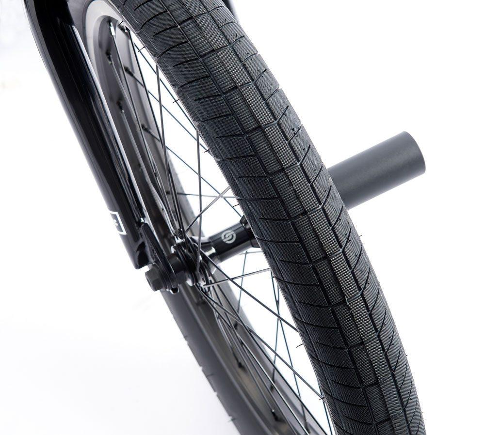 radio-bikes-2017-comrad-complete-bmx-bike-front-tire-1