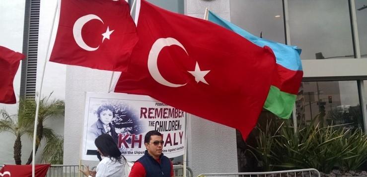 Yurt Dışında Ermeni Protestocular Türklere Saldırdı