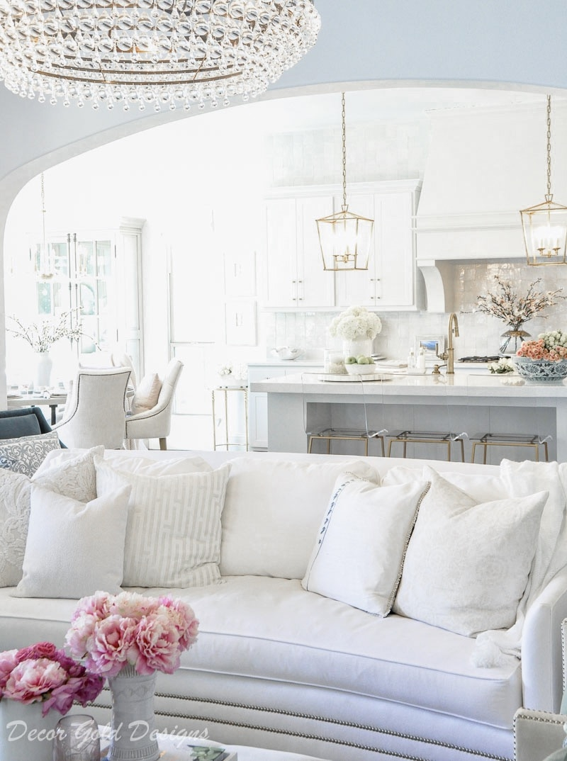 Neutral Home Decor featured by top US lifestyle blog Haute & Humid