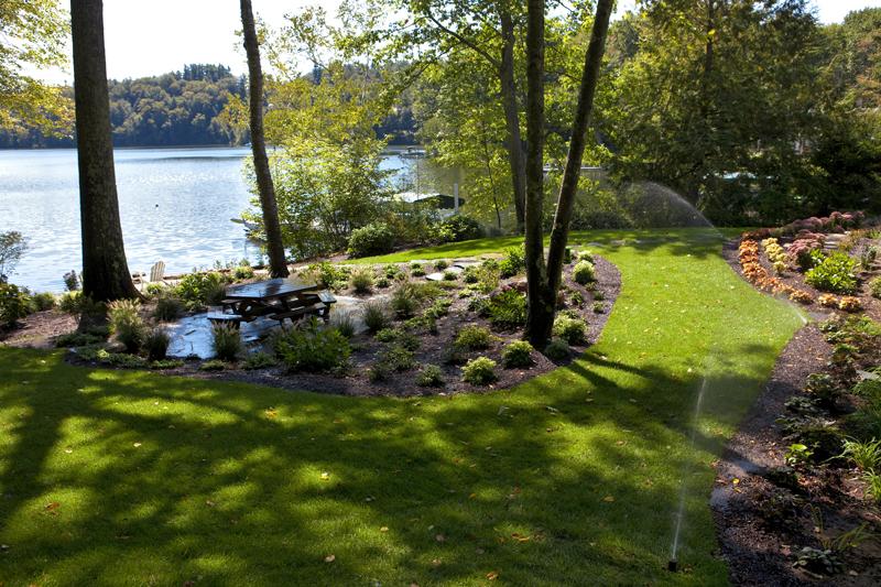 Monterey – Lake Garfield waterfront garden