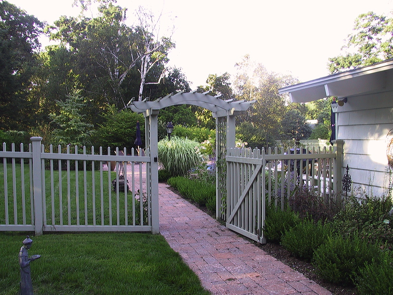 Pittsfield – in-town entry arbor and pool fence for pool and backyard rennovation