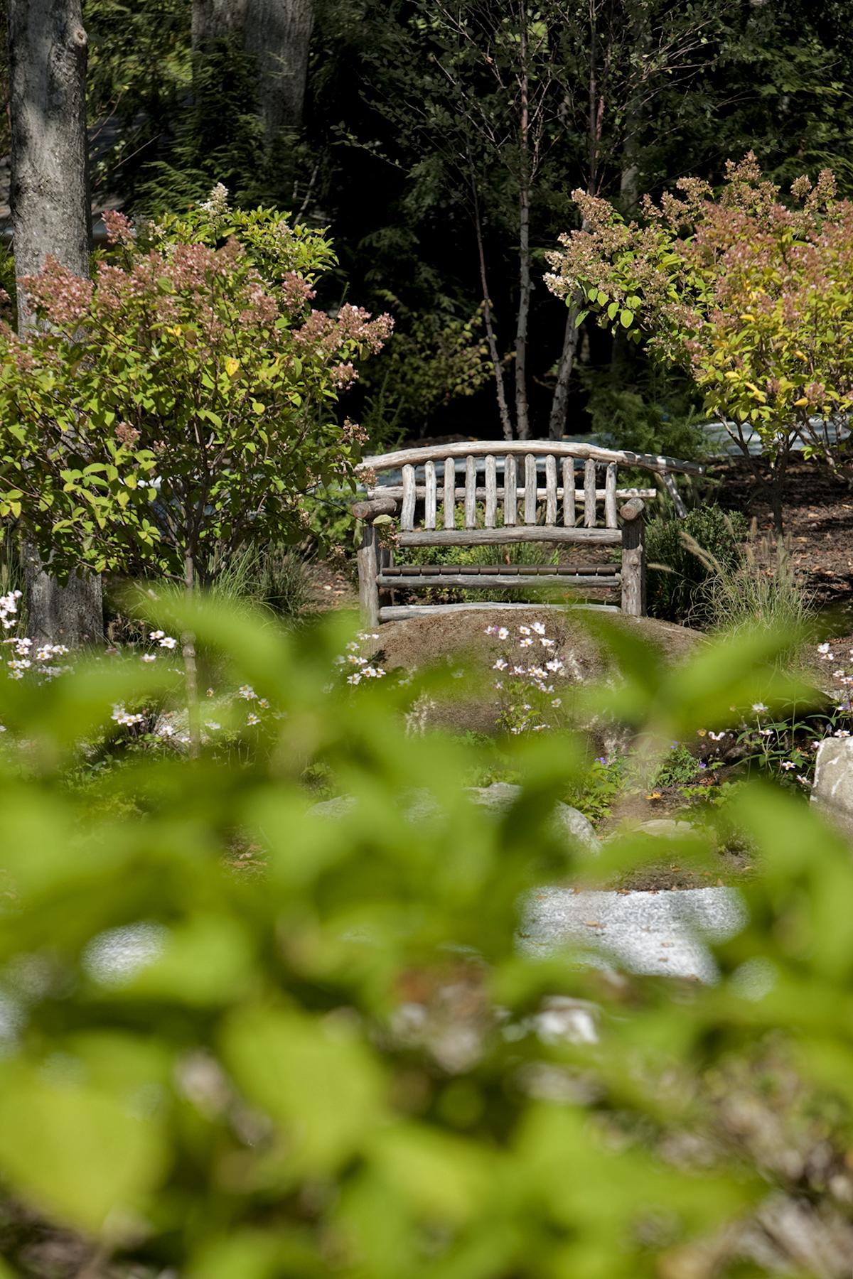 Monterey – Rustic bench by Brad Weatherup in sitting nook