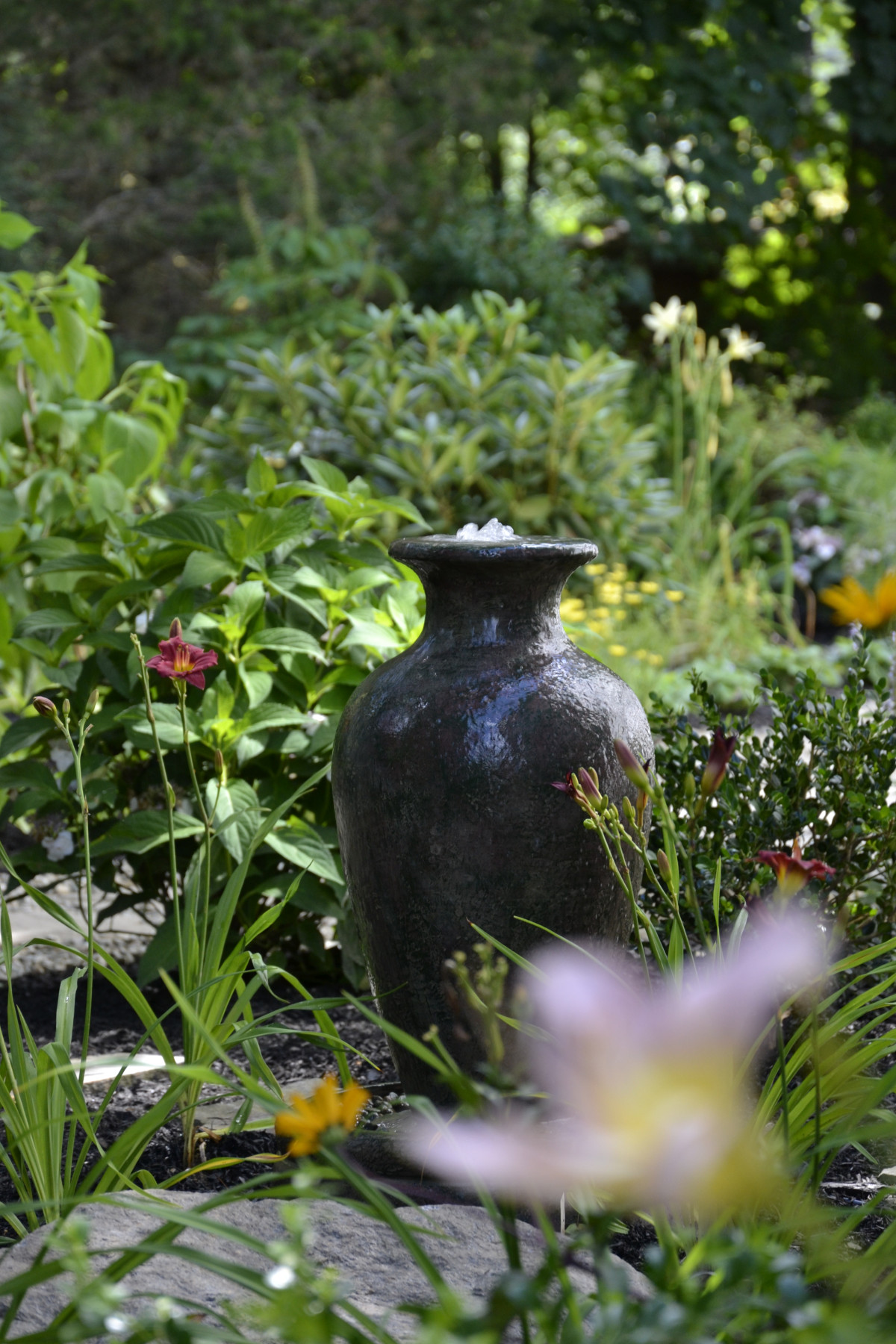 Williamstown – Small recirculating water feature amongst perennials