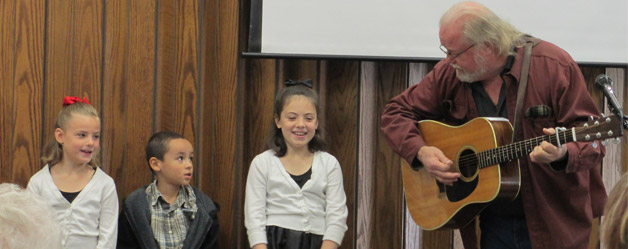 family-praise-and-worship-church-service-templeton-singing-together