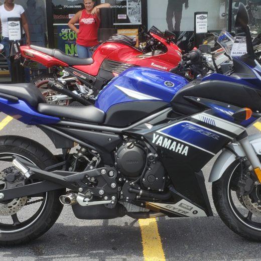 2013 Yamaha FZ6R Team Yamaha