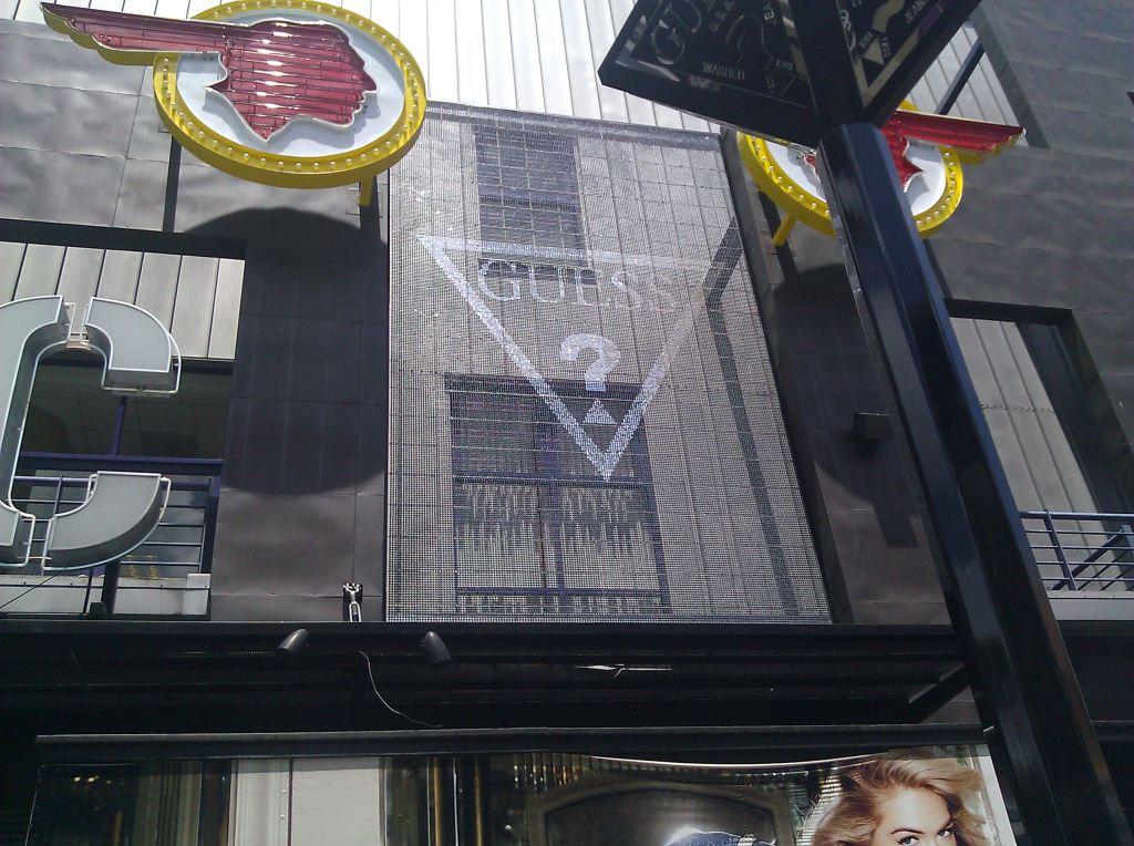 Guess Universal Citywalk CA Sign 1 (1024x764).jpg