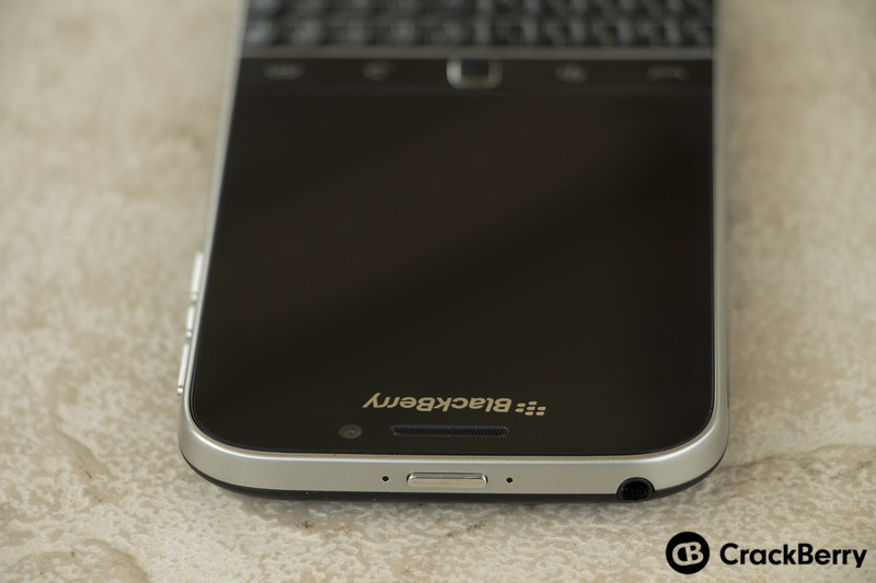BlackBerry-Classic-Device-Top-Power-Button