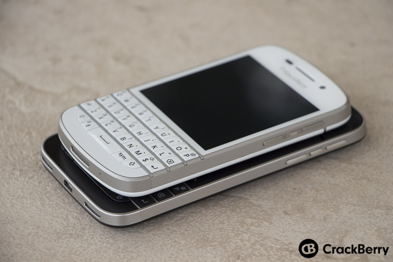 BlackBerry-Q10-BlackBerry-Classic-Devices-Stacker-Right