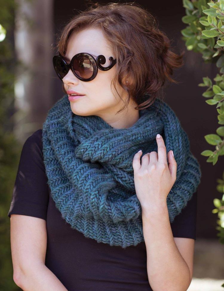 Blackcomb Cowl knitting pattern by Holli Yeoh   Garter Stitch Revival