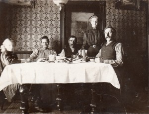 Alma Score (Skarrit) Otto (far left) circa 1907| https://juliesaffrin.com